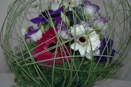 sphère gerberas anémone et lisianthus