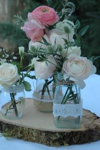 rondin de bois dentelle renoncule rose poudré
