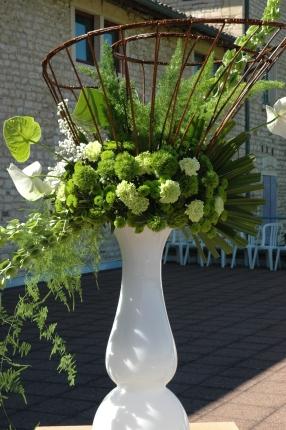 mariage vert et blanc anthurium, roses, asparagus, osier, floral design