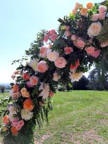 arche ronde fleurie cérémonie laïque